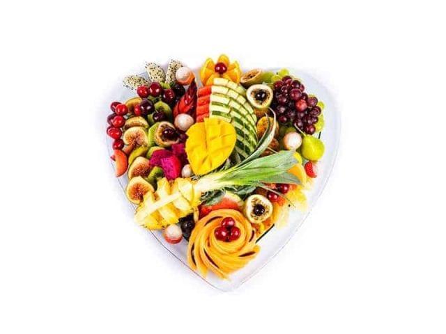 עינוגי פירות באהבה (מגש בצורת לב) קטן