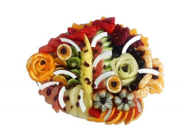 מגש פירות חגיגי בצורת דג
